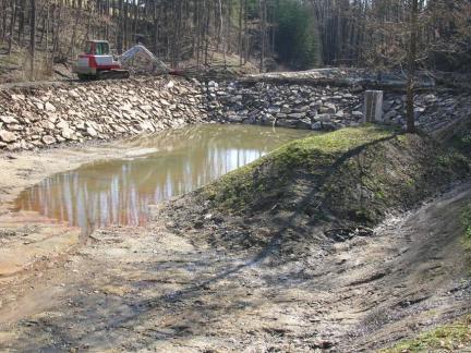 Der obere Teich wird gefüllt