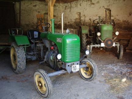 Neuer und alter Traktor