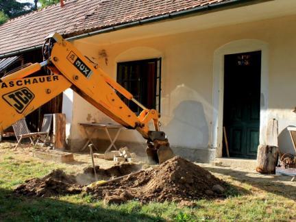 Auszugshaus: neue Wasserzuleitung (Juli 15)