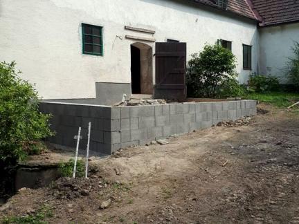 Befestigungsmauer der Terrasse